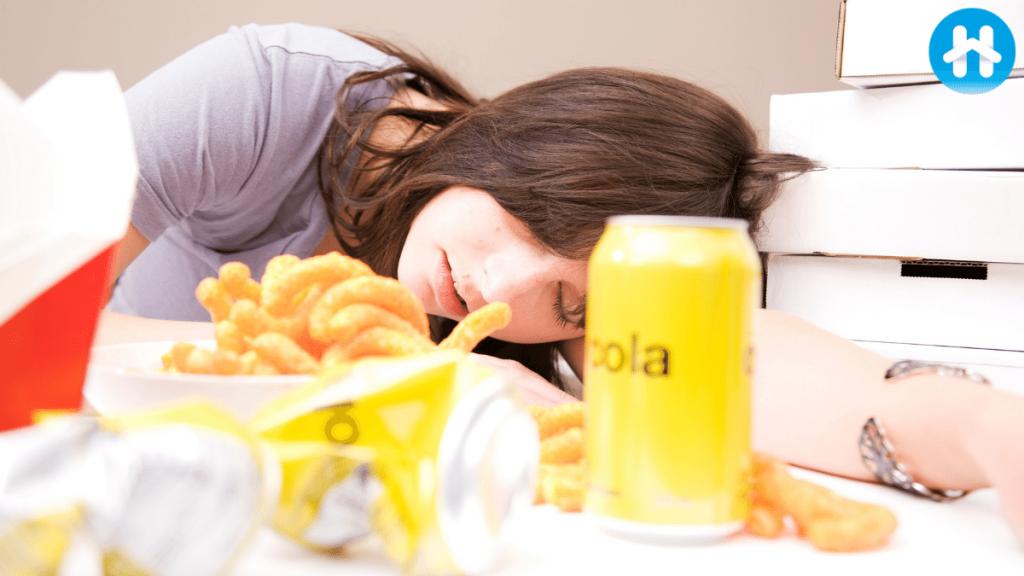 Aşırı yemek, şişkin hissedeceğiniz ve muhtemelen gaz veya kramp gibi sindirim semptomları çekeceğiniz anlamına gelir .